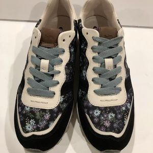 Coach Shoes - Coach runner sneakers floral printed 6 B